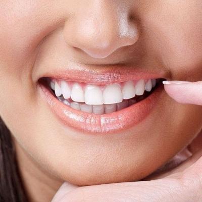 Красивая улыбка от сети клиник Дента