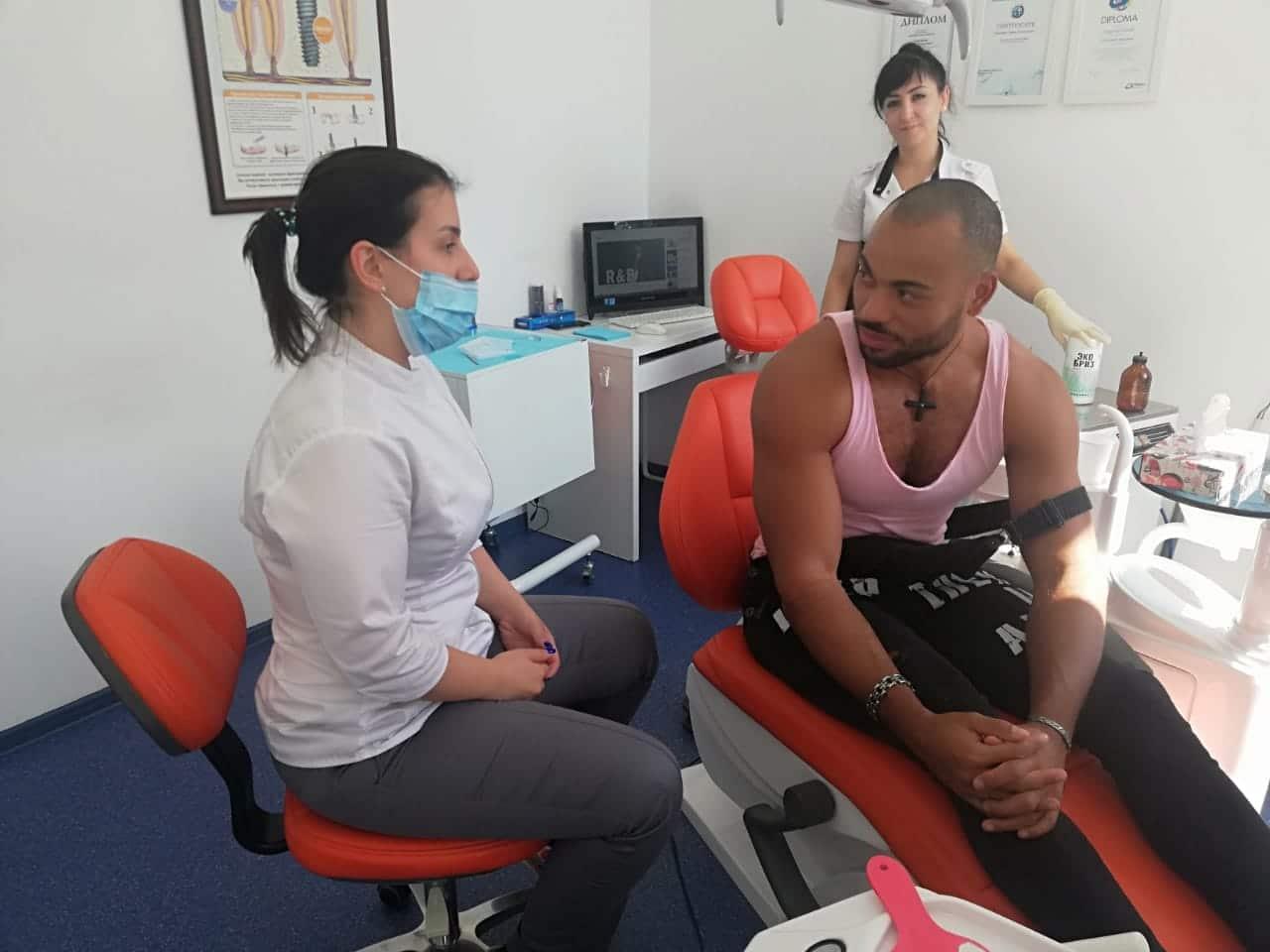 Актеры телеканала ТНТ на лечении в DENTA CLINIC